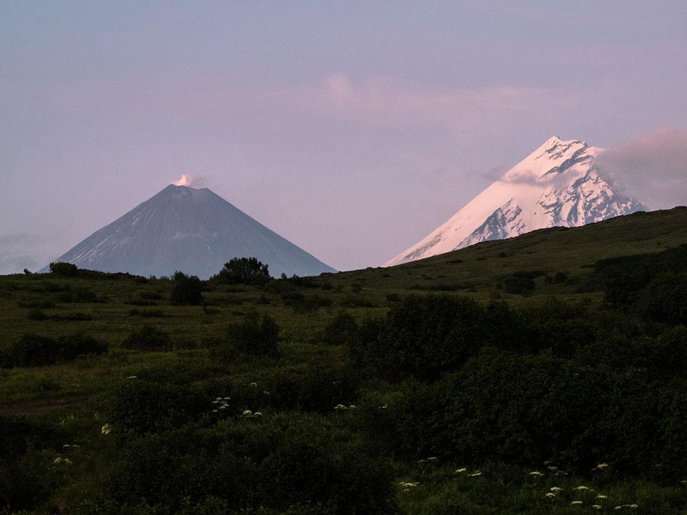 Вулканы Ключевская сопка и Камень с турстоянки Копыто