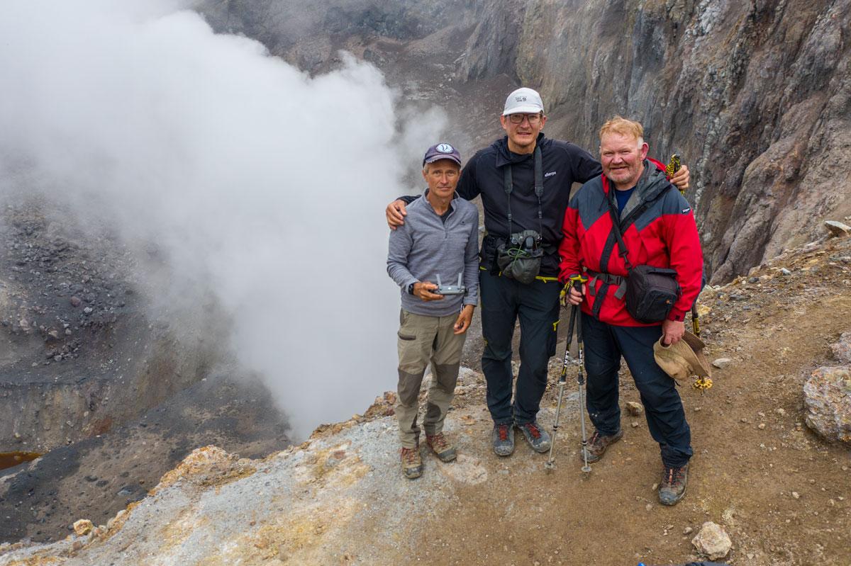 В кратере вулкана Мутновский