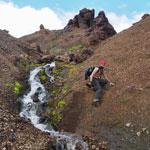 Путешествие по Исландии. Спуск по руслу ручья